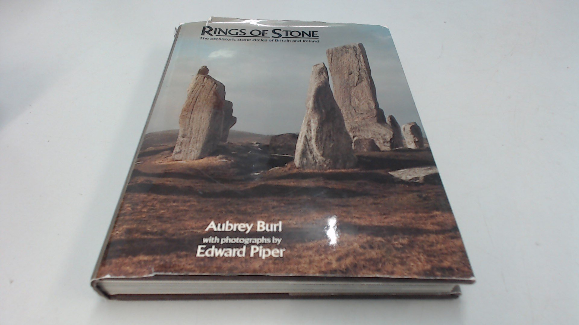 Rings of Stone: The Prehistoric Stone Circles of Britain and Ireland:  Edward Piper, Aubrey Burl: 9780899190006: Amazon.com: Books