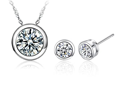 Amazon.com  Vaduga s New AAA Zircons Pendant Silver Necklace and Zircon Stud  Earrings Jewelry Sets - Antiallergic Jewelry Sets for Women (Clear)  Jewelry a80cdfab8821