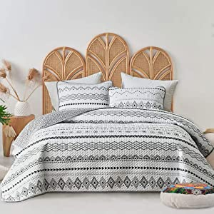 "FlySheep 3-Piece Lightweight Bohemian Geometric Queen Quilt Set, Aztec White n Black Striped Bedspread/Coverlet, Durable Brushed Microfiber for All Season - 92"" x 90"""