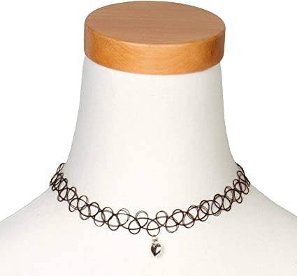 collier ras de cou breloque