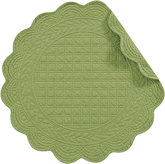 Amazon Com C F Home Set Of 4 Pcs 17 Round Quilted Placemats Green Home Kitchen