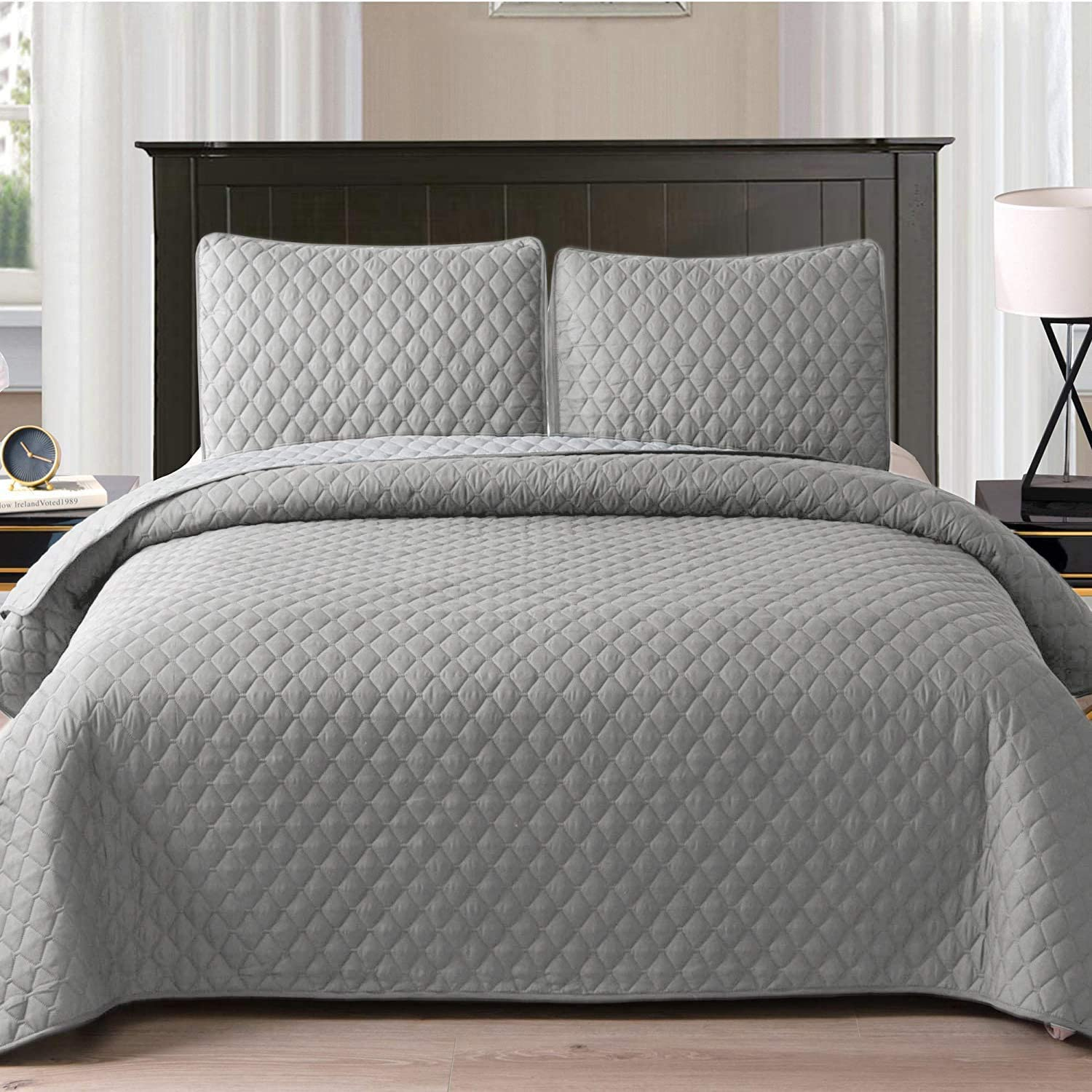 Exclusivo Mezcla Ultrasonic 3-Piece Full/Queen Size Quilt Set with Pillow Shams, Lightweight Bedspread/Coverlet/Bed Cover - (Light Grey, 92