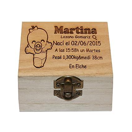 Caja de madera grabada a laser con los datos de nacimiento ...