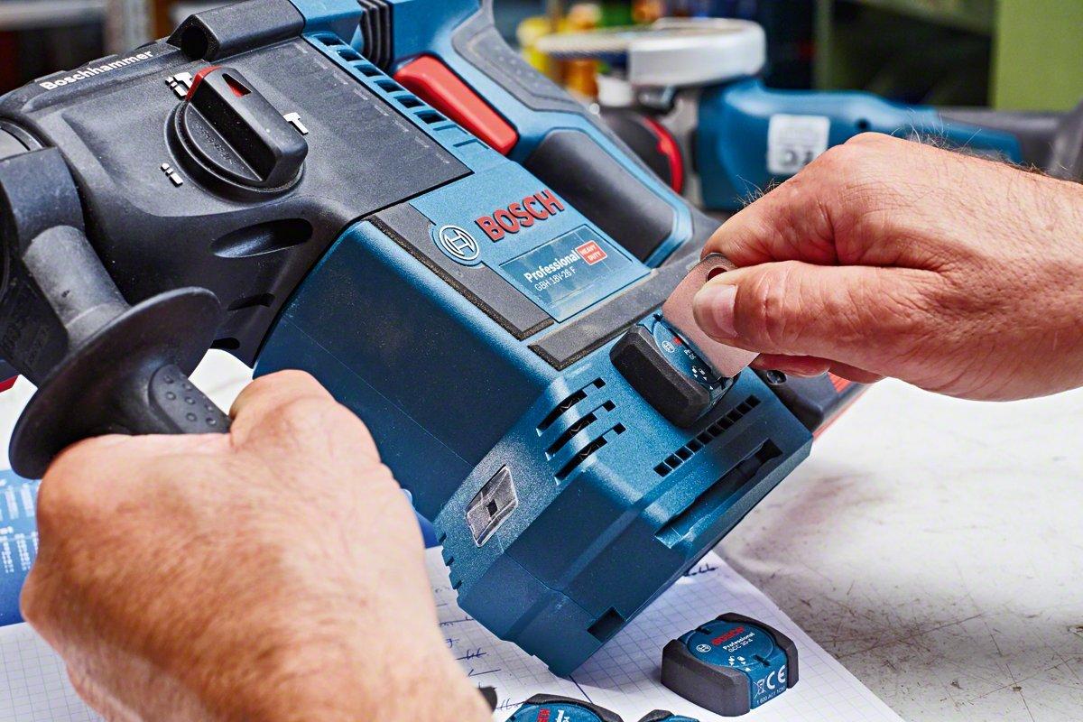 Bosch Professional kit universel pour outil filaire TrackMyTools GCC 30-4 piles incluses
