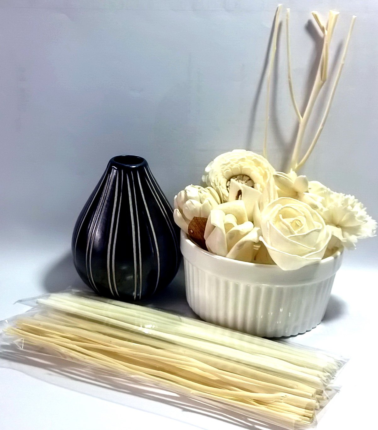 Fulllight Set of Natural Material Sesbania Pine and Hyacinth Wood Flower Diffuser 10 Pieces, Reed Diffuser Rattan and Sesame Wood & Handmade Ceramic vases for Aroma diffused or Decorative (FL09)