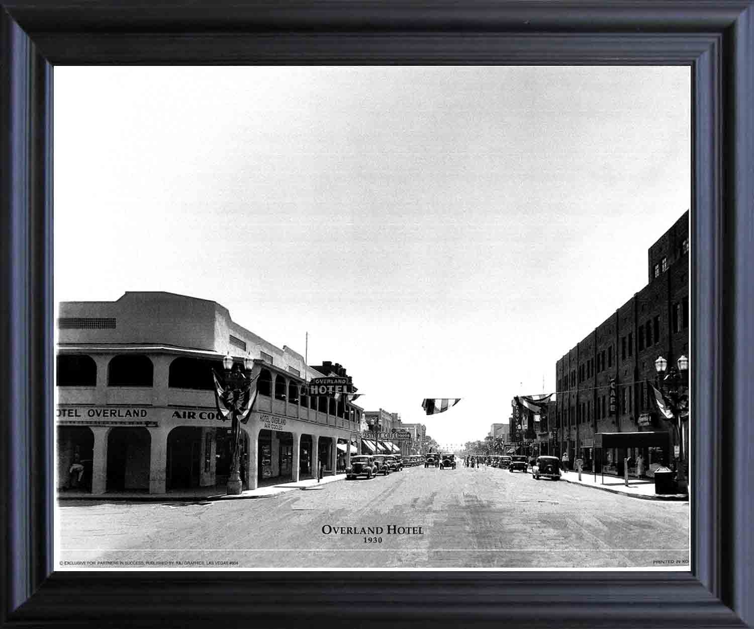 Impact Posters Gallery Las Vegas, Overland Hotel 1930 Vintage Motor Car Old City Black And White Black Framed Wall Decor Art Print Picture (19x23)