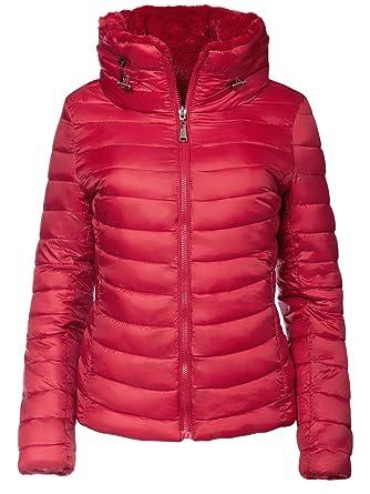 Der rote Mantel ist ein wirkliches Allroundtalent