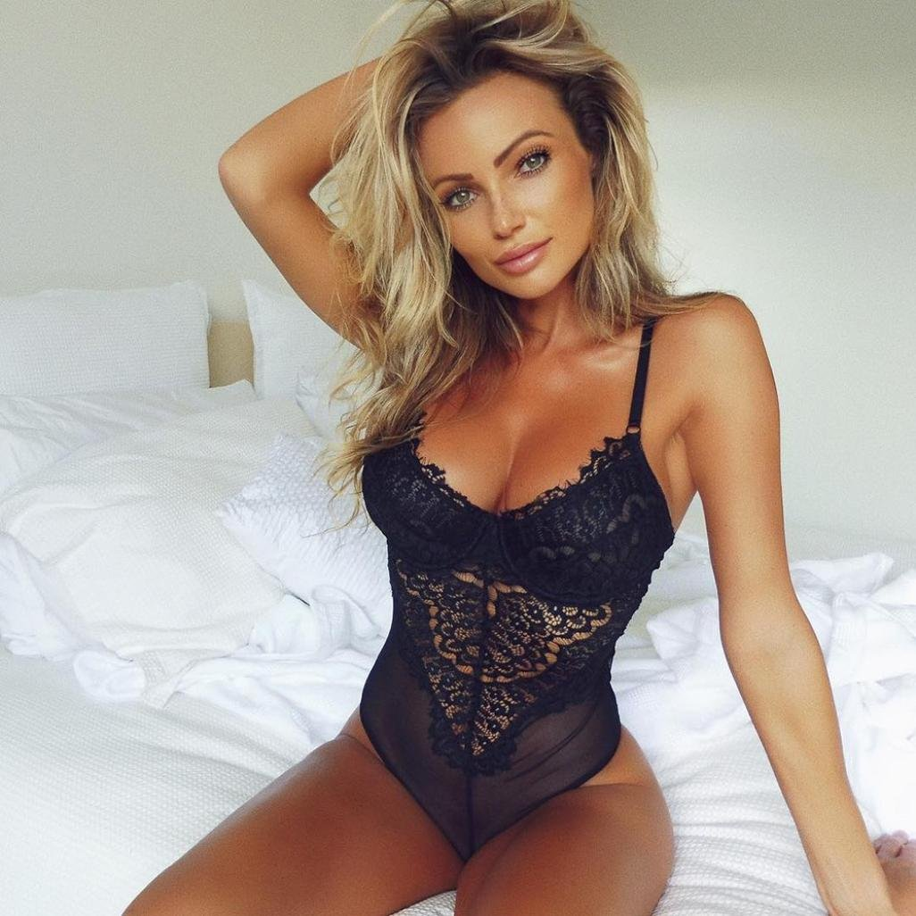 86f4a2f6e8d Amazon.com  Dream Room 2018 Women Sexy Halter Crotchless Lingerie Lace-up  Ribbon Bodysuit Red  Clothing