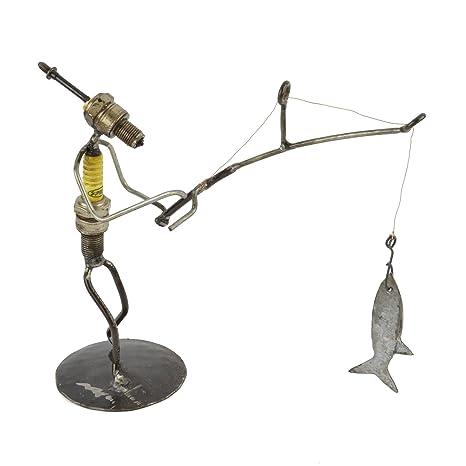 Amazon.com: Reciclado Bujía Pescador metal Escultura: Home ...