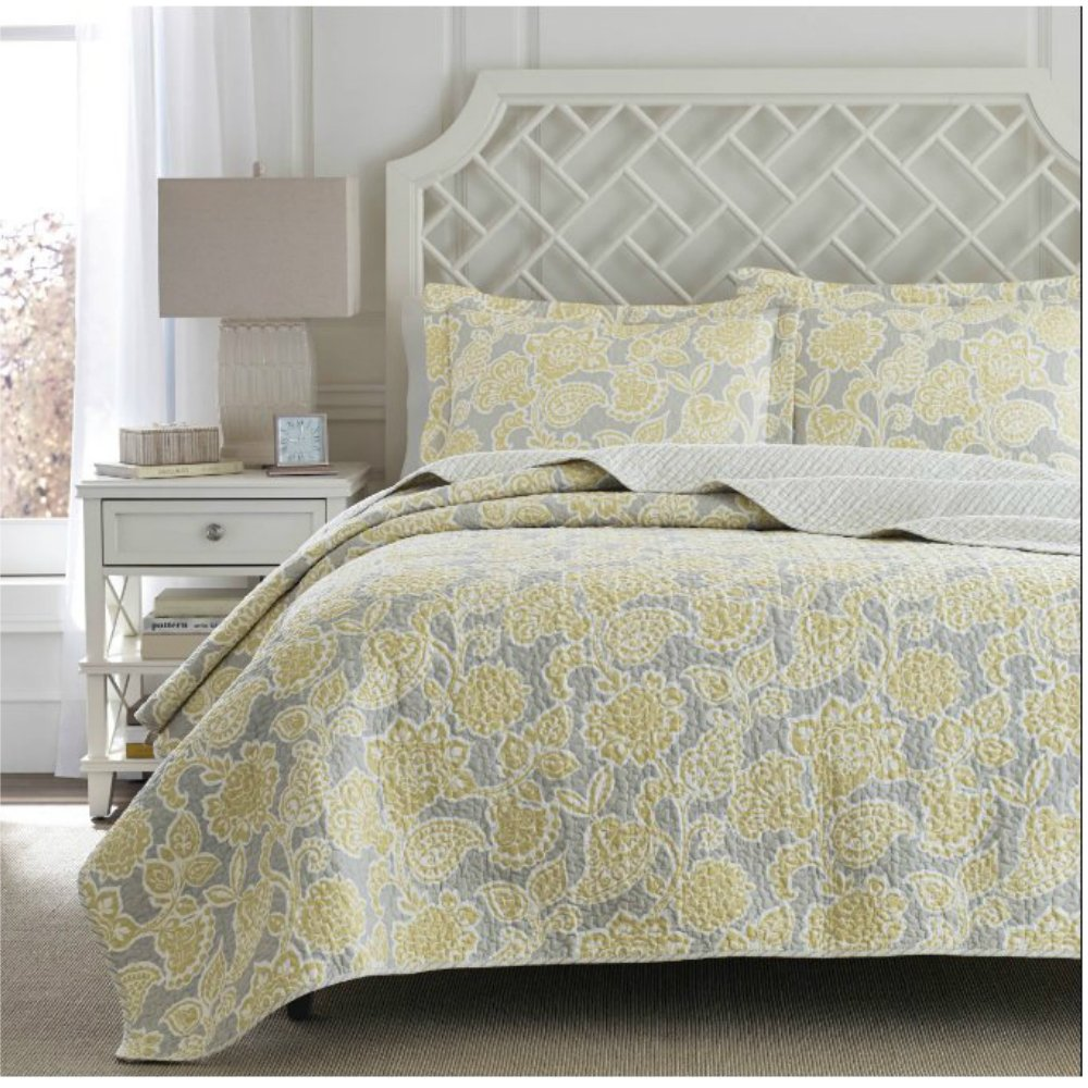Modern Lightweight Yellow / Gray Floral Design Bedding Coverlet Quilt Set For Contemporary Bedroom - King Size