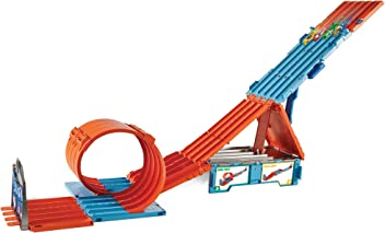 Hot Wheels FTH77 Track Builder Race Crate, Connectable Track Set with Loops and 2 Diecast and Mini Toy Cars