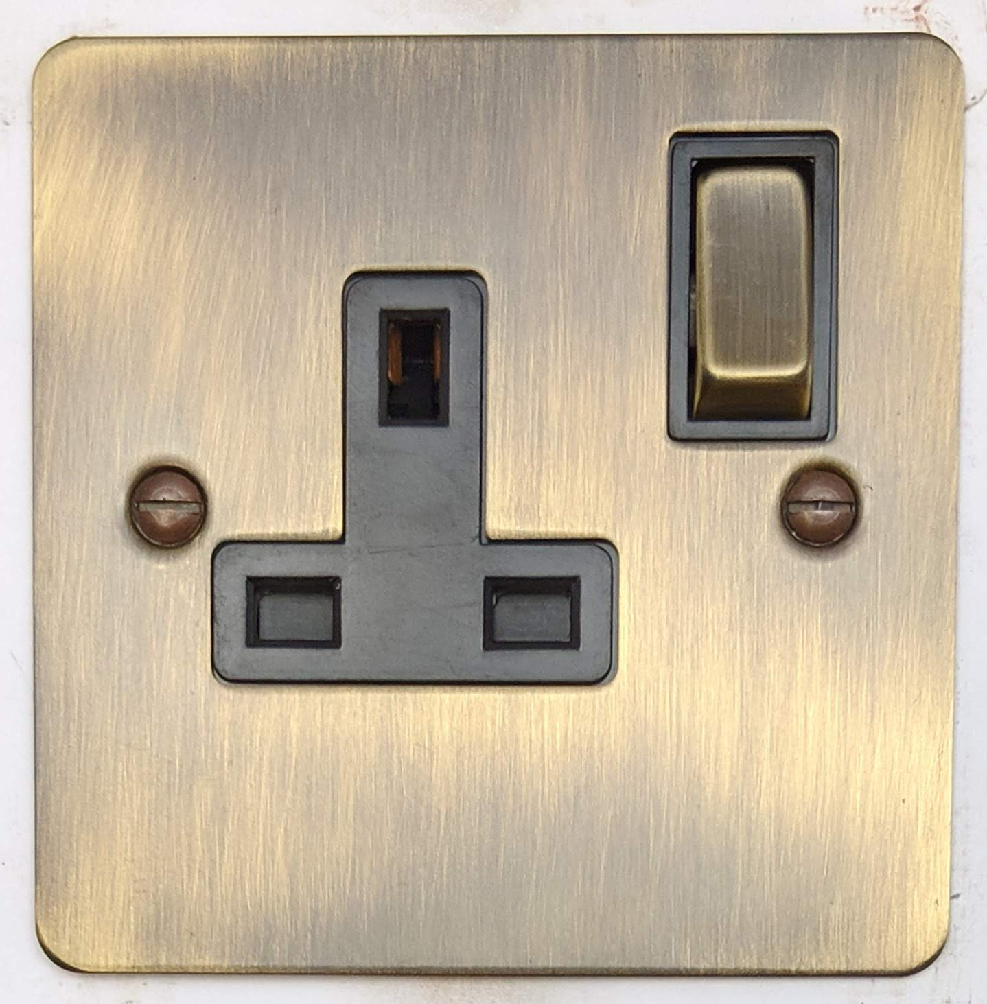 G&H FAB309 Flat Plate Antique Bronze 1 Gang Single 13A Switched Plug Socket G&H Brassware