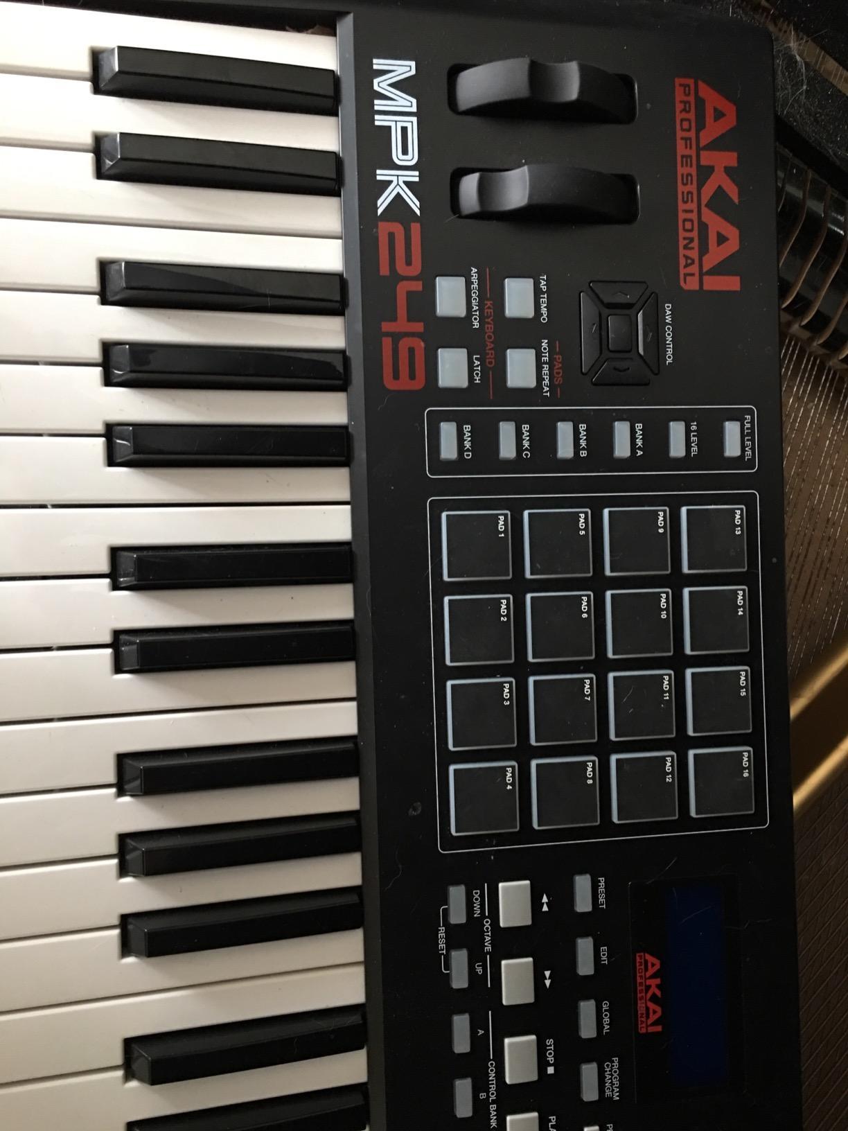 Akai Professional MPK225 | Compact 25-Key Semi-Weighted USB MIDI