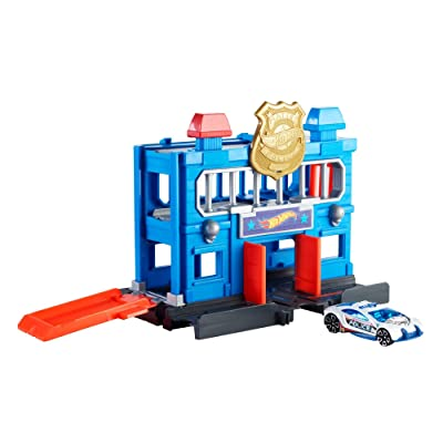 Hot Wheels City Downtown Police Station Breakout Playset: Toys & Games