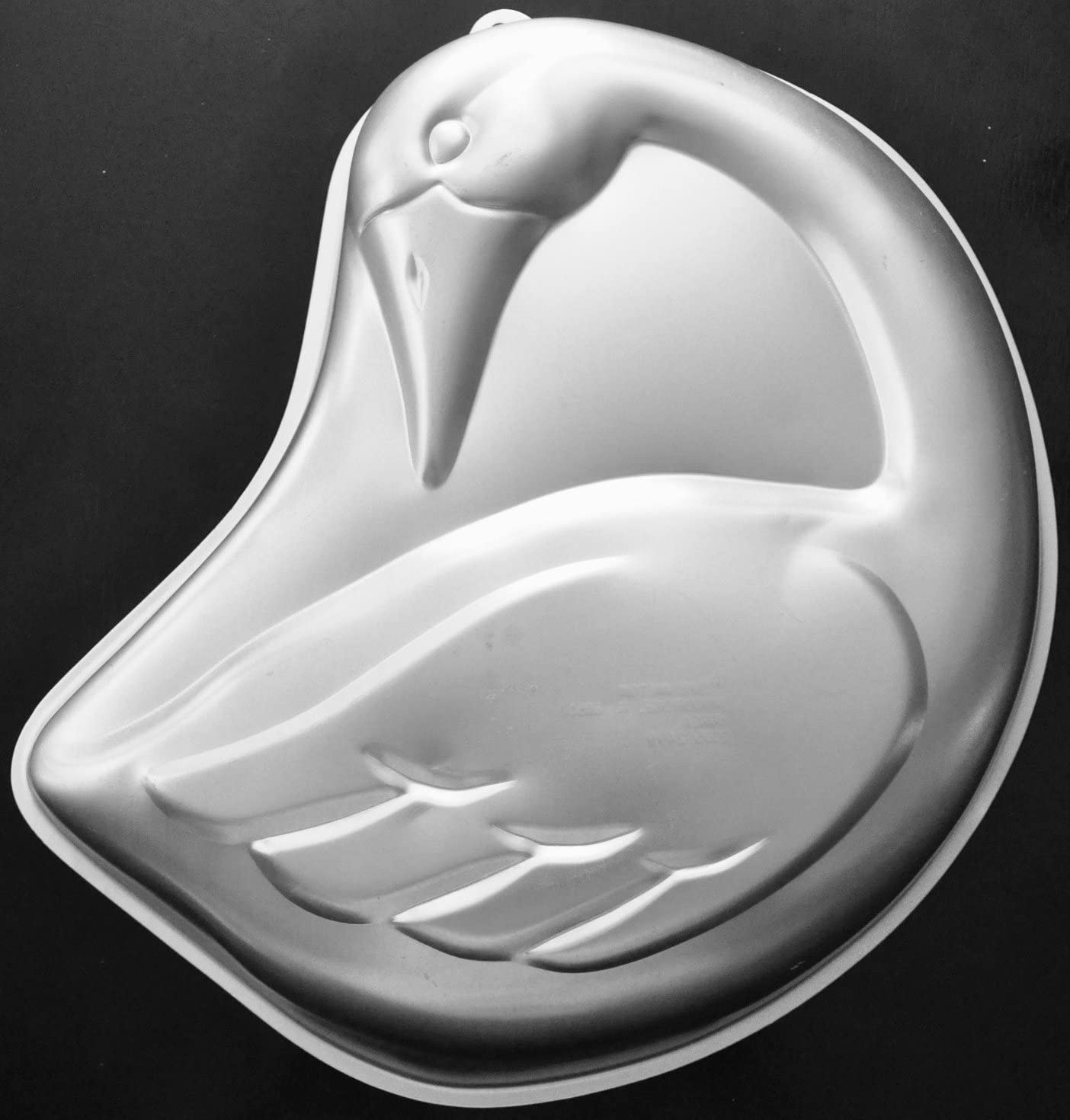 swan-shaped-cake-pan