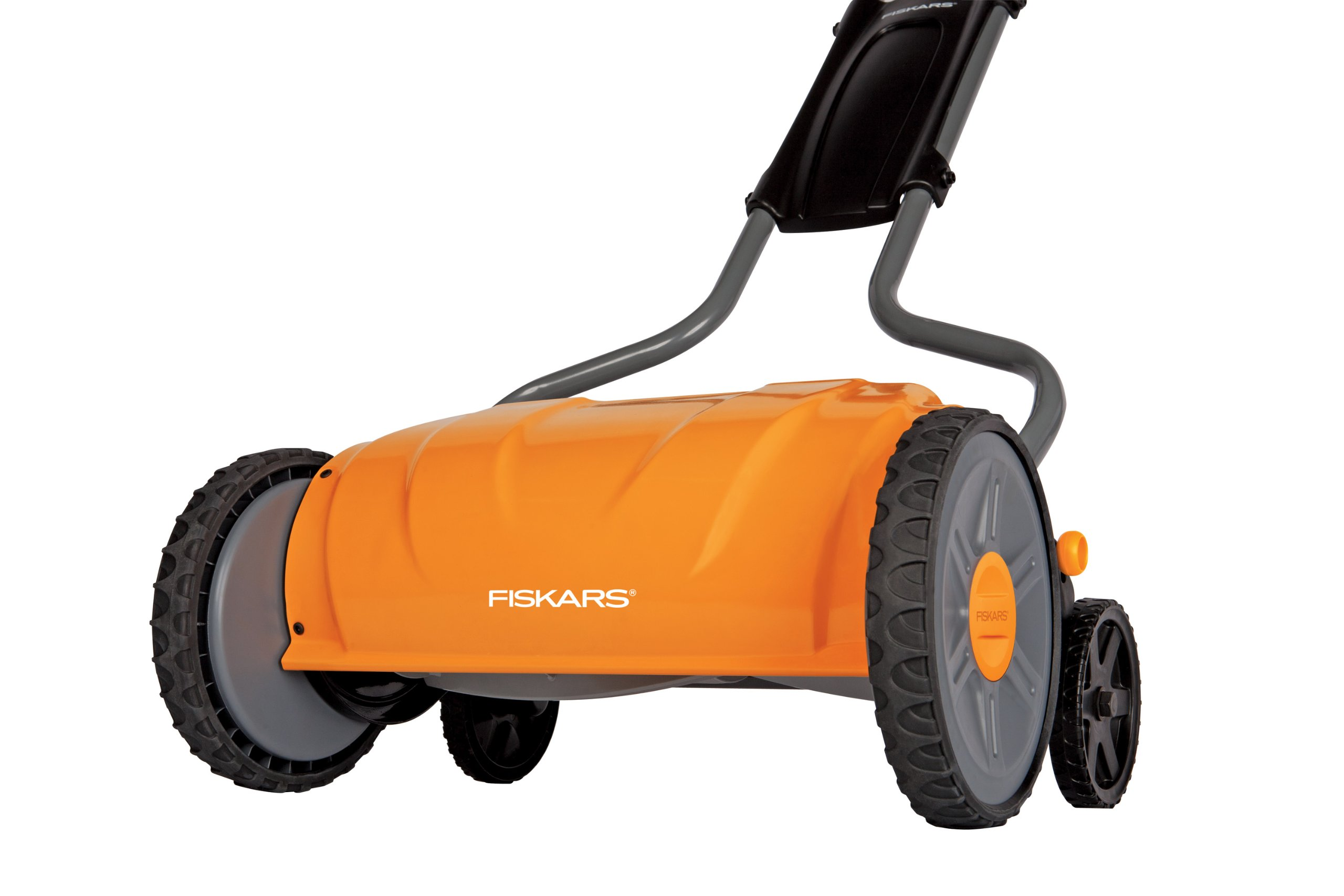 Fiskars 17 inch Staysharp Push Reel Lawn Mower (6208) (Pack of 2) 2 The smart design of our eco-friendly reel mower offers a cleaner cut without the hassles of gasoline, oil, battery charging, electrical cords or loud engine noise A combination of advanced technologies make the StaySharp Reel Mower 30 percent easier to push than other reel mowers Patent-pending InertiaDrive Reel delivers 50 percent more cutting power to blast through twigs, weeds and tough spots that would jam other reel mowers
