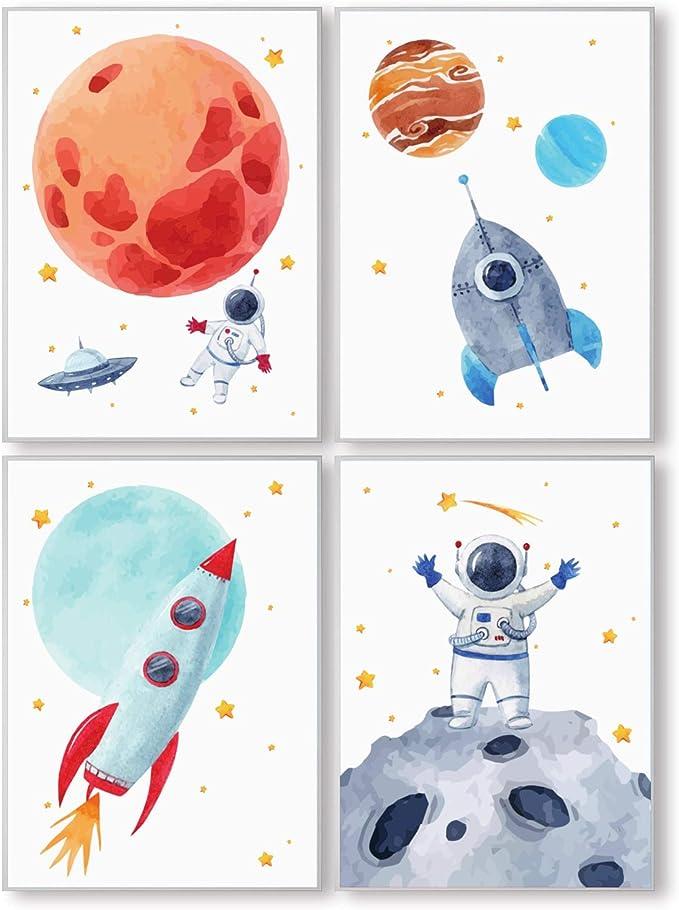 Pandawal Kinderzimmer Bilder für Junge und Mädchen Weltraum Astronaut Planeten Deko 4er Poster Set S2 für Kinder Wandbilder im DIN a4 Format