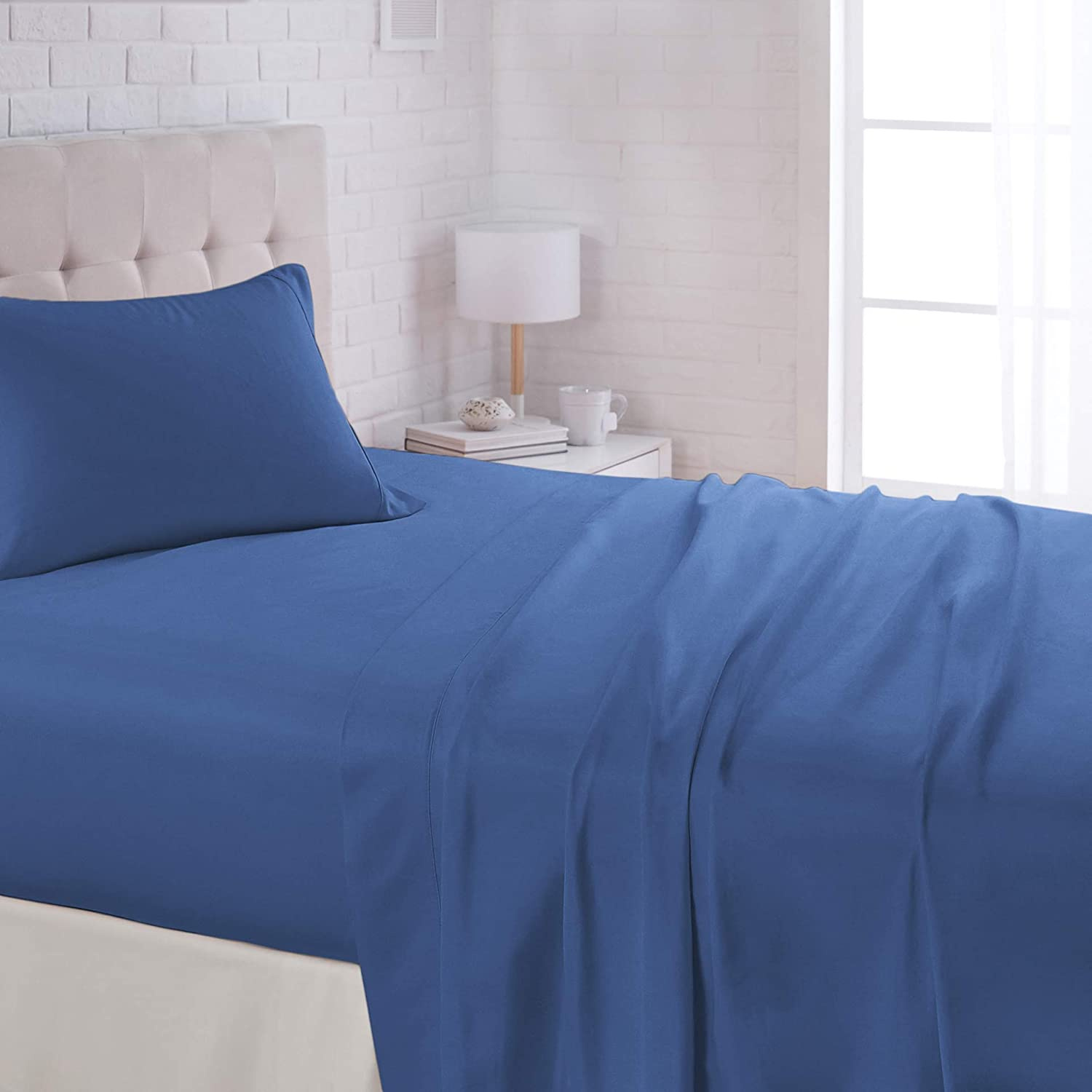 "AmazonBasics Lightweight Super Soft Easy Care Microfiber Sheet Set with 16"" Deep Pockets - Full, Dutch Blue"