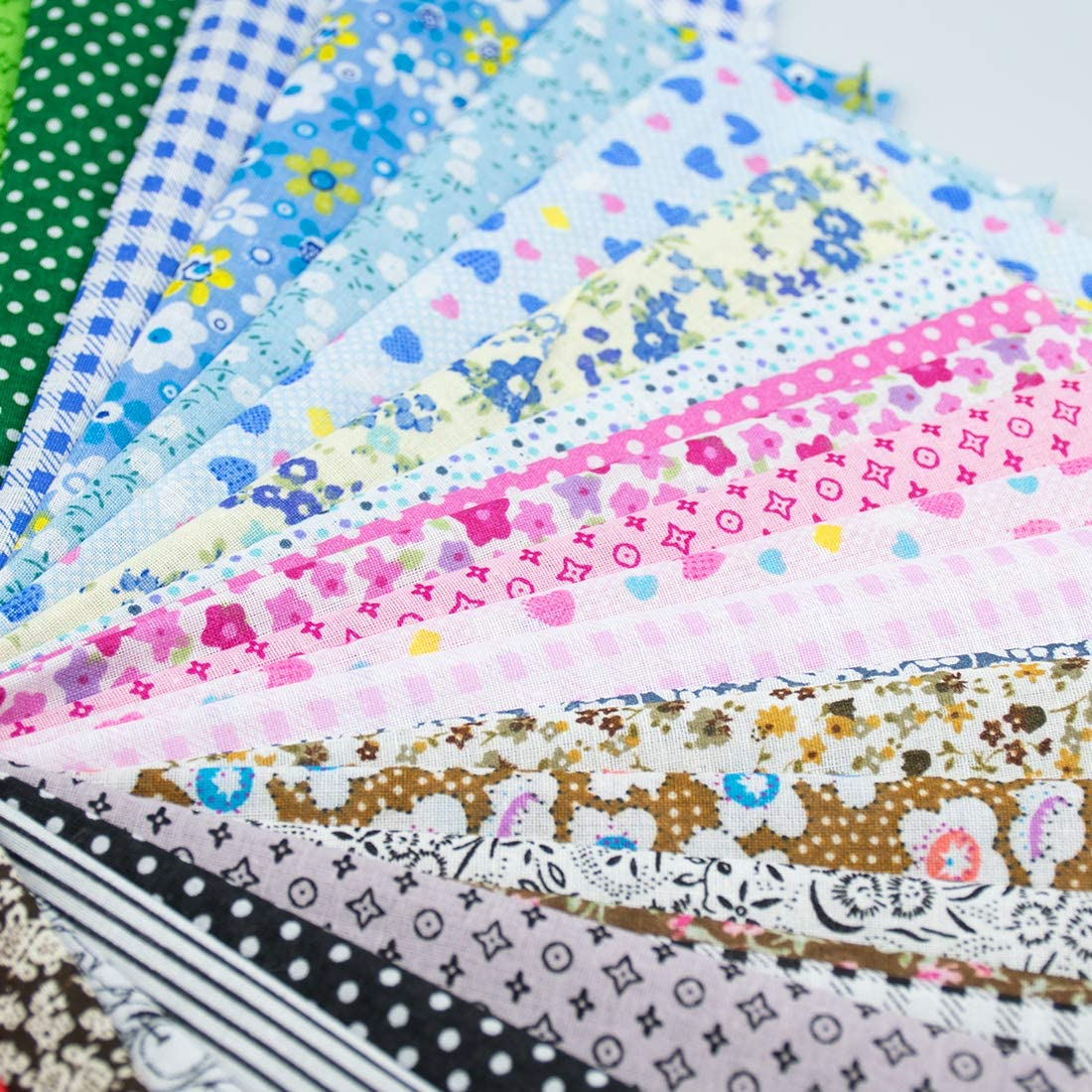 Printed Patchwork Squares for DIY Sewing Quilting Scrapbooking 20cm x 20cm Foraineam 50 Pieces Assorted Cotton Craft Fabric Bundle 8 x 8