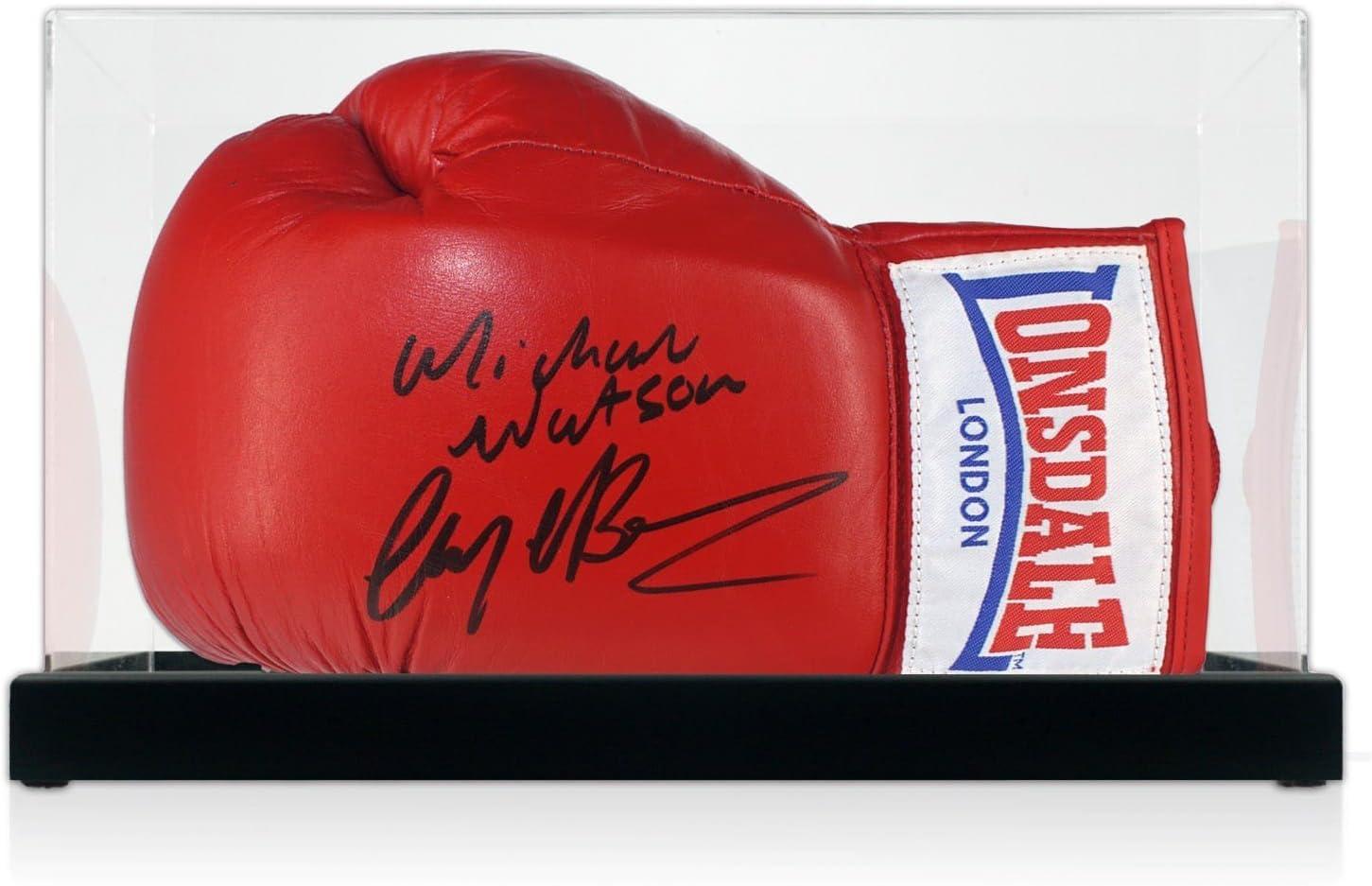 Guante de boxeo firmado por Nigel Benn y Michael Watson. En vitrina.: Amazon.es: Deportes y aire libre