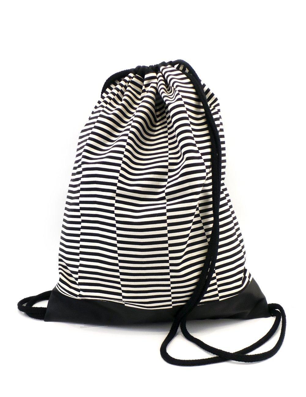 Turnbeutel Rucksack Hipster Beutel Sporttasche Schwarz weiß groß. Perfekt für jeden Tag. Hochwertig handgemacht in Berlin von Colorblind Patterns.