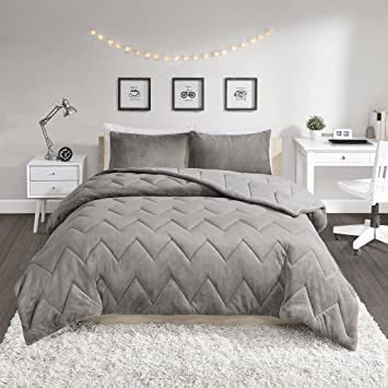 Amazoncom Intelligent Design Kai Solid Chevron Quilted Reversible
