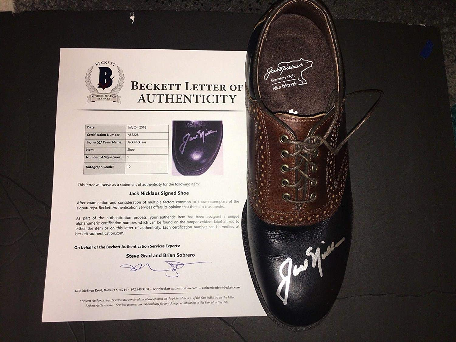 Jack Nicklaus Signed Official Golden Bear Shoe 6x Masters Champ Beckett - Beckett Authentication - Autographed Golf Shoes