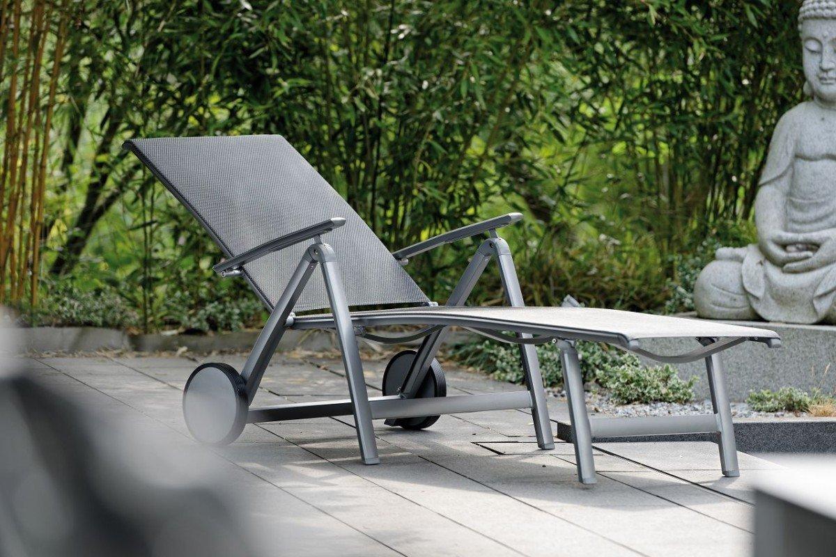 dreams4home gartenrollliege 39 roxi 39 liege gartenliege balkonliege rollliege mit armlehnen. Black Bedroom Furniture Sets. Home Design Ideas