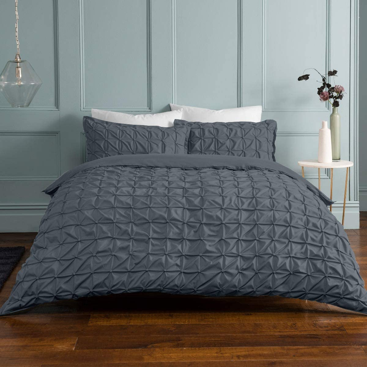 Sleepdown Rouched Pleats Charcoal Bedding Set with Pillowcases – Double (200cm x 200cm) 47% OFF £16.55 @ Amazon