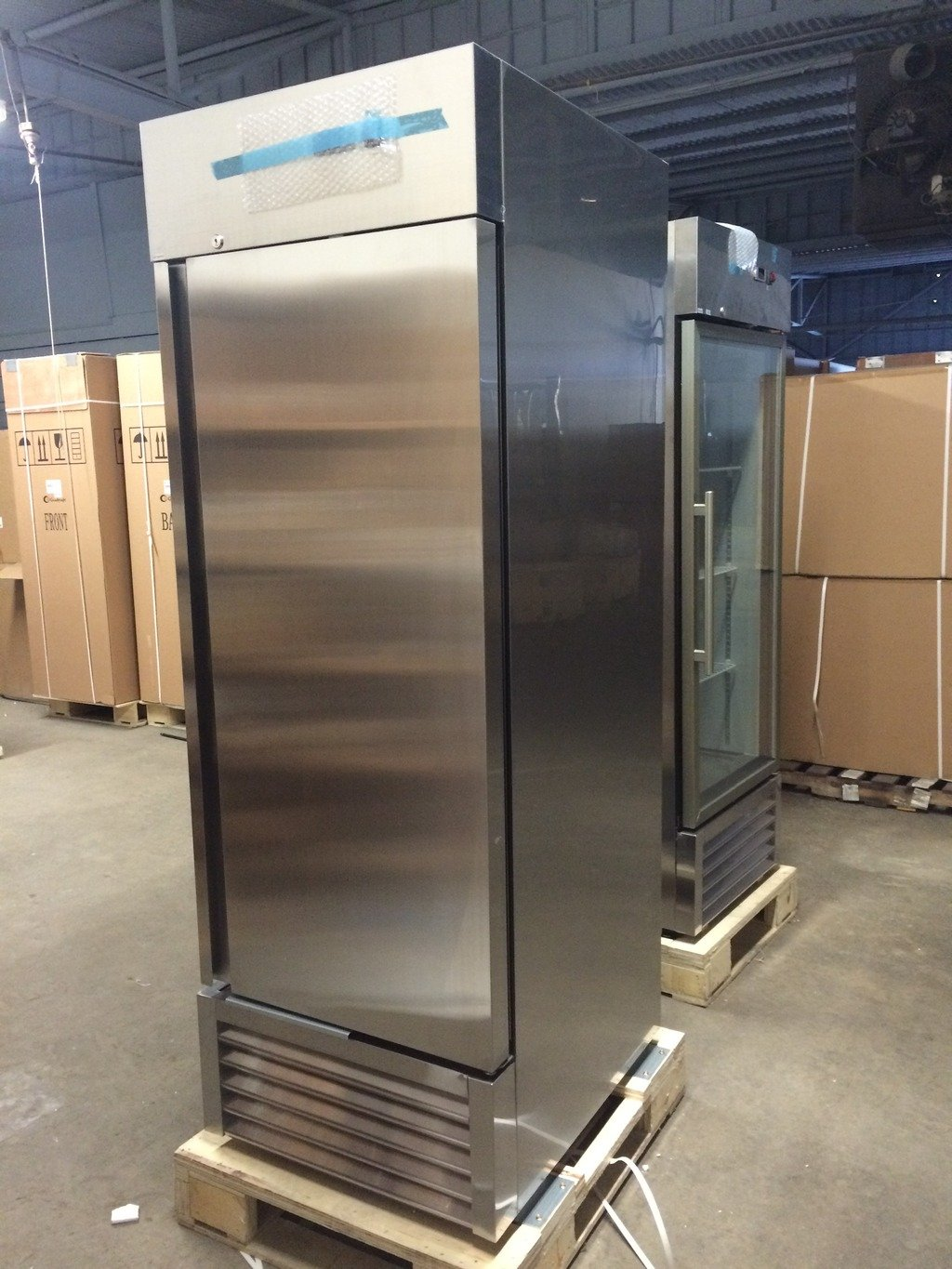 GenKraft Commercial Refrigerator - Single Solid Door 23 Cu.Ft. - For use in the food service industry such as restaurants, bars, food catering, etc. GST23BR