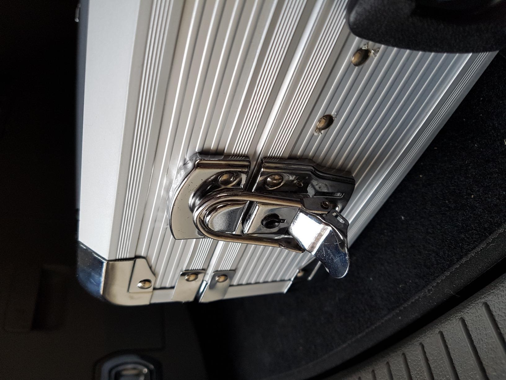 108-tlg Alu-Werkzeugkoffer bestückt photo review