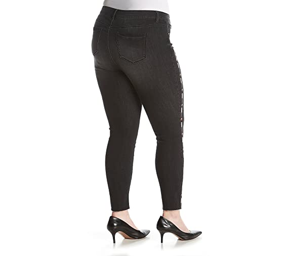8bbc4270f769f Ruff Hewn Plus Size Black Wash Arrow Embroidered Detail Jeans at Amazon  Women s Jeans store