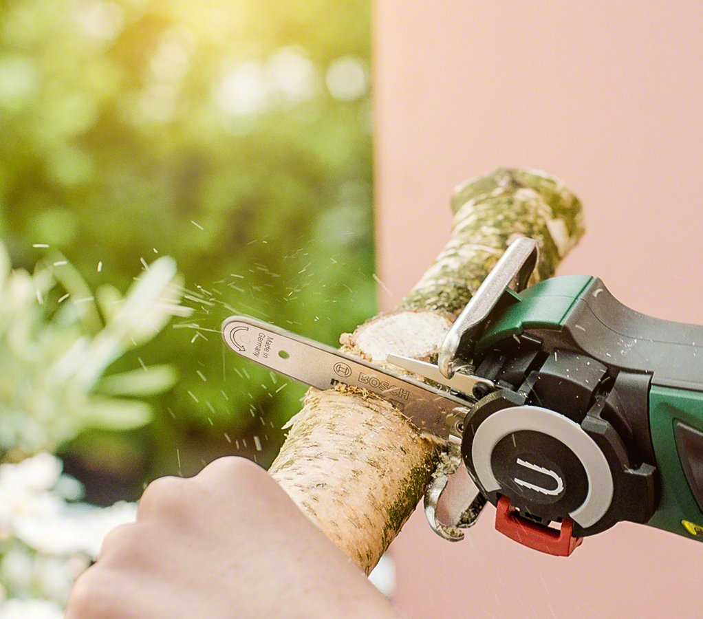 Bosch EasyCut 12 Cordless Nano Blade Saw with 12 V Lithium-Ion ...