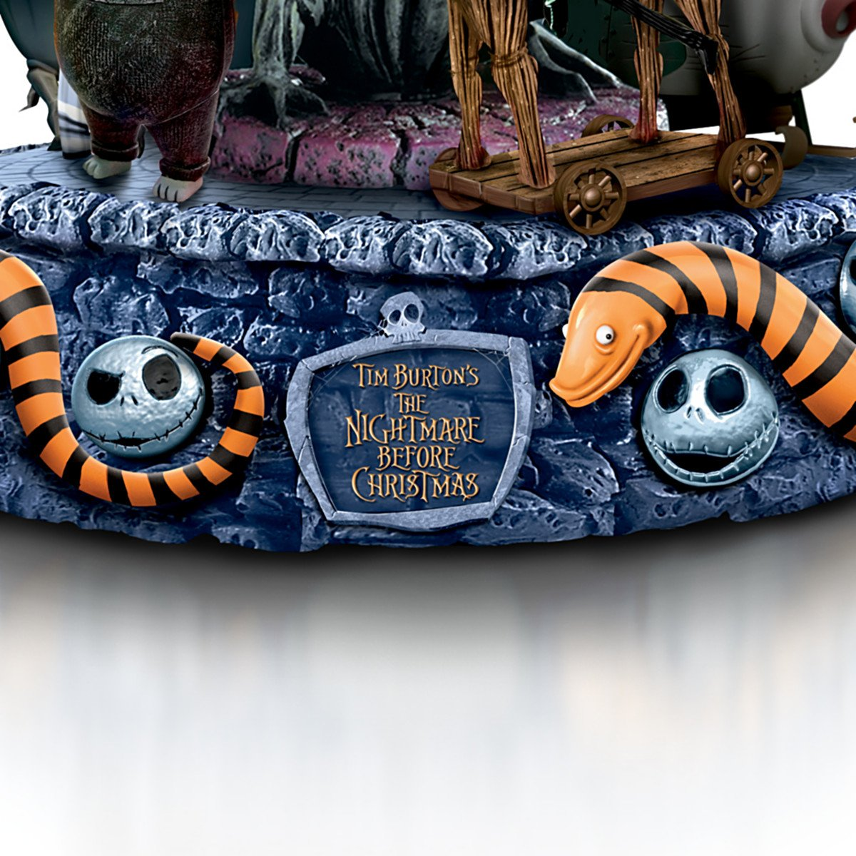 Amazon.com: Tim Burton\'s The Nightmare Before Christmas Rotating ...