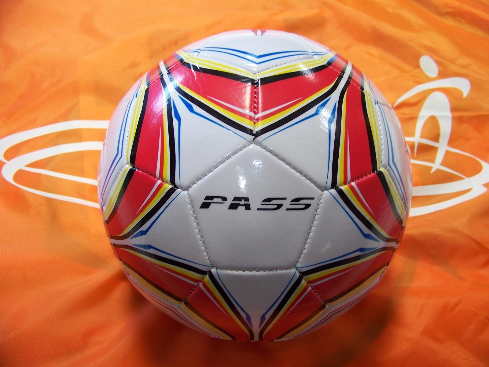 50 CT - Size 4, 32 Panel Machine Sewn Soccer Balls. Official Sizes & Weight. COMES WITH FREE 6'' PUMP! (Blue, Red & Yellow)
