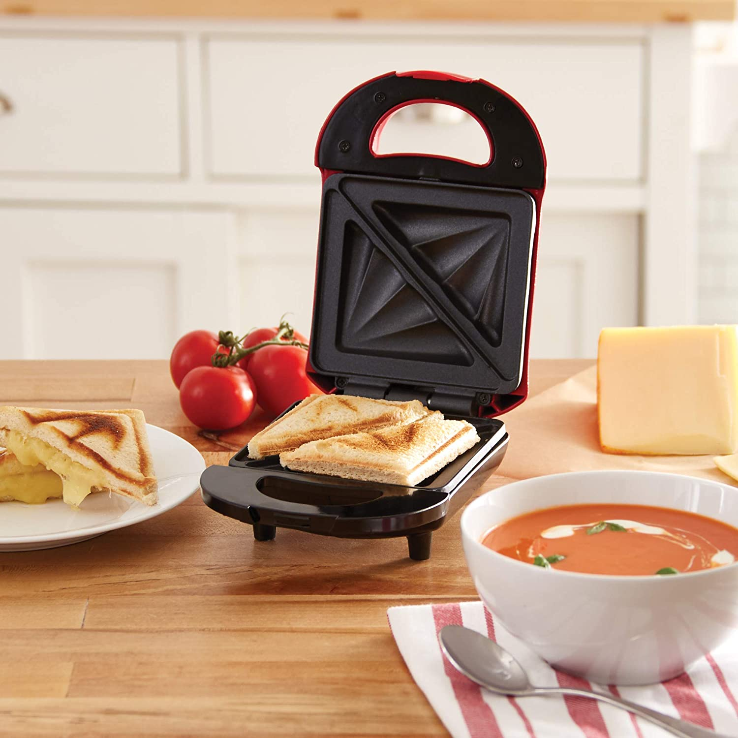 Red DASH DPM100GBRD06 Pocket Sandwich Maker Sized