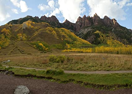 Amazon com: Scenic view of hiking trail at Maroon Bells