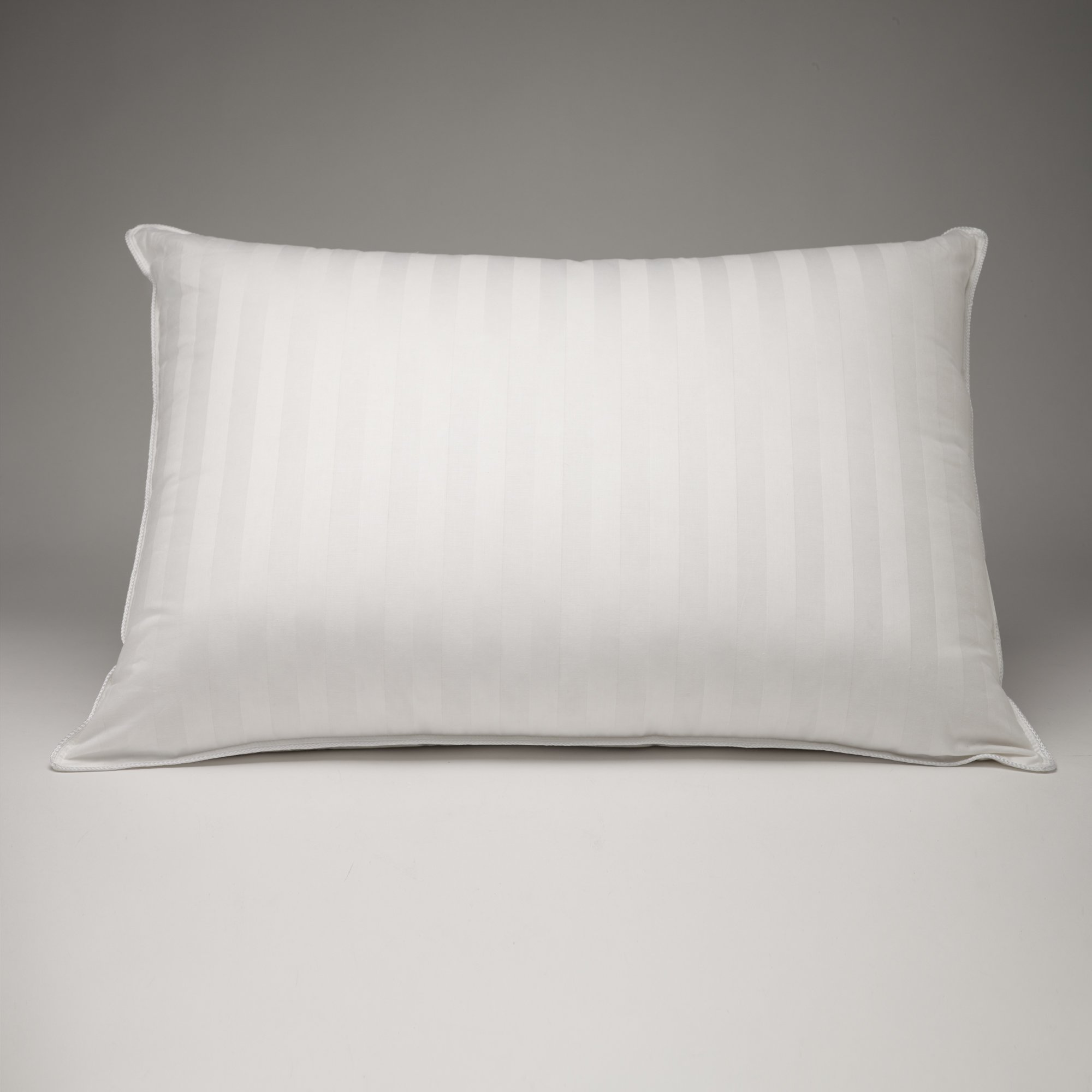 FineFeather 100 % Hungarian White Goose Down luxury Pillow, 700 fill power. (Standard)