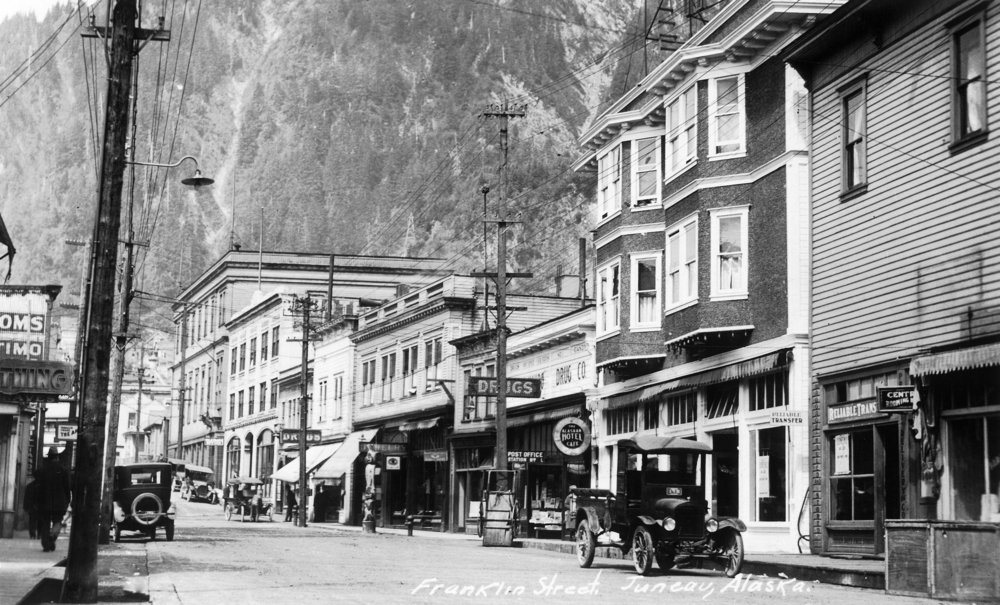 Juneau , Alaska – ビューのFranklin Street 36 x 54 Giclee Print LANT-10888-36x54 36 x 54 Giclee Print  B01MG3KIIL