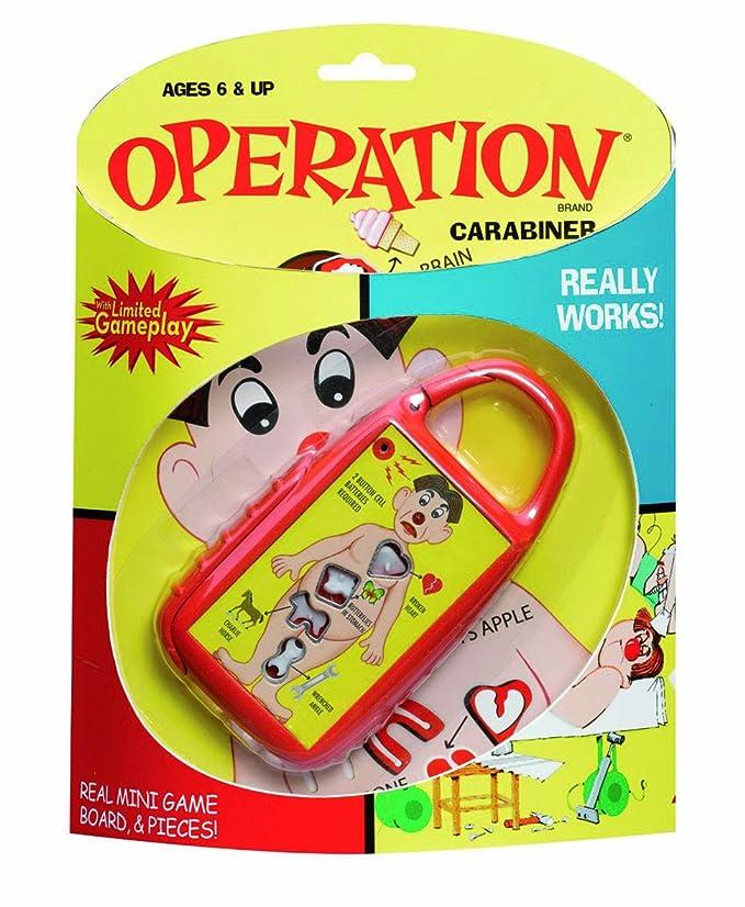 Amazon.com: Operación Carabiner Llavero por Basic Fun: Toys ...