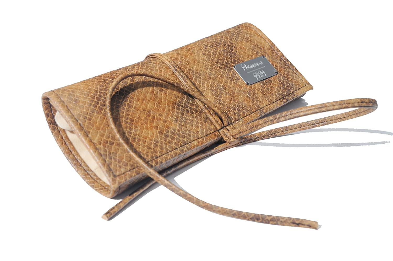 Joyero enrollable Massano 1981 en cuero de cocodrilo ecologico . 100% fabricado a mano en Italia