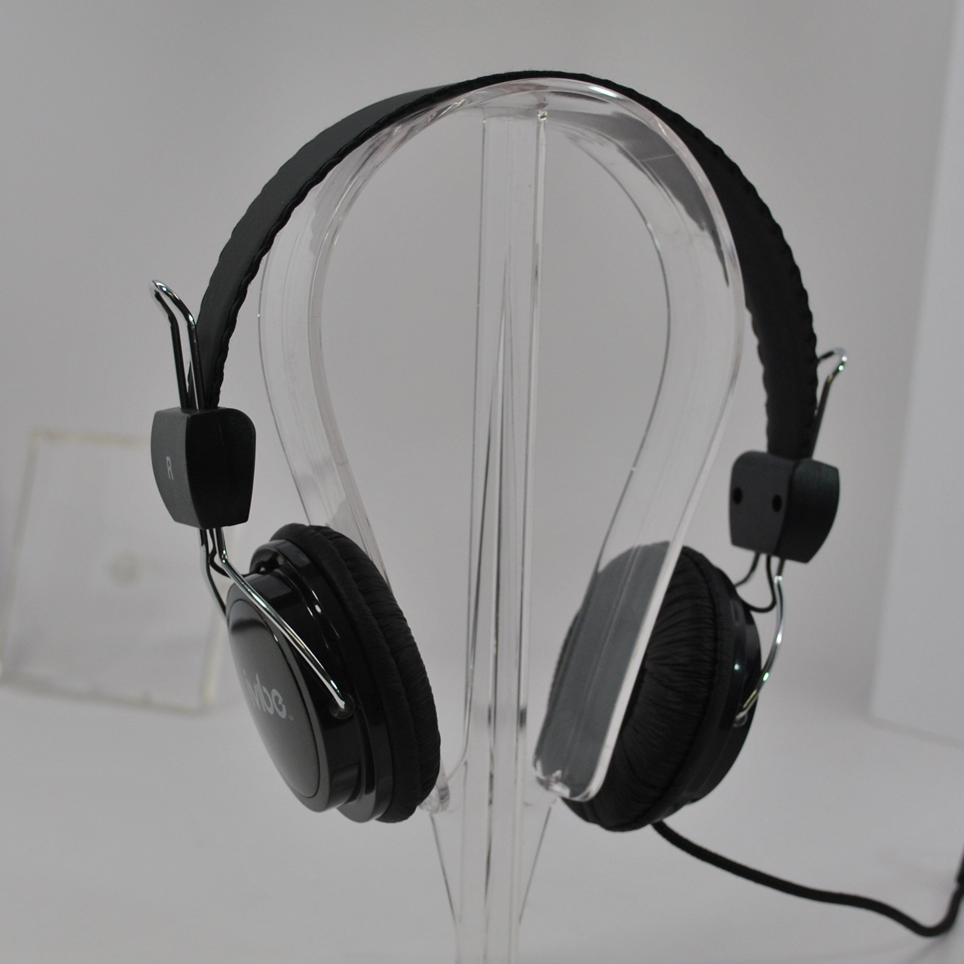 IV-200-BLK On-Ear Stereo Headphones with Built-In Microphone for MP3 Players, iPods and iPhones, Black