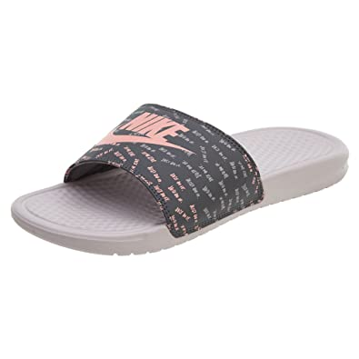 9adced0a3987d Nike WMNS Benassi Just DO It Print Rose  Amazon.fr  Sports et Loisirs