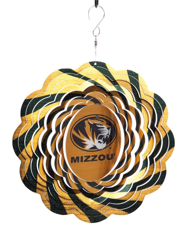 NCAA Football Missouri TigersアウトドアDecorative Geo Wind Spinner 10