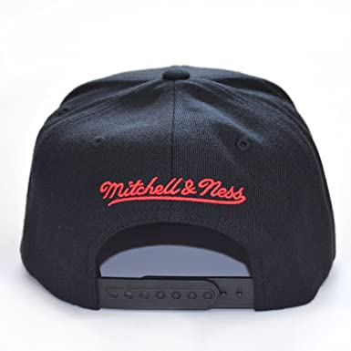 Mitchell   Ness Hats Toronto Raptors Snapback Cap - Wool Solid - Black One  Size  Amazon.co.uk  Clothing 0cc0cfbc5ba3