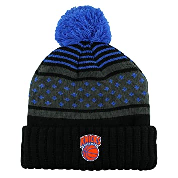 b65dbb61dff59 Mitchell   Ness New York Knicks Highlands 2.0 NBA Knit Hat w Pom   Amazon.co.uk  Sports   Outdoors