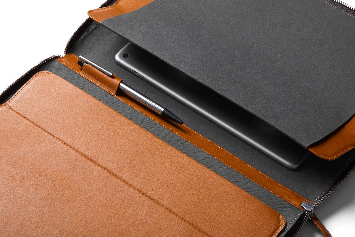 Bellroy Work Folio A4, herramientas de trabajo (cuaderno A4, bolígrafos, dispositivos, cables y material de papelería)