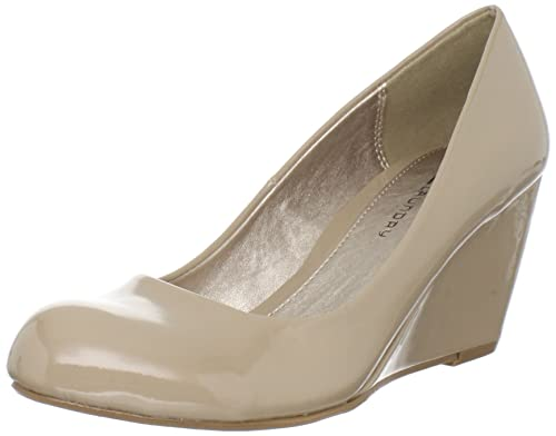 bd1c5ab16d5 CL by Chinese Laundry Women s Nima Patent Wedge Pump  Amazon.ca ...