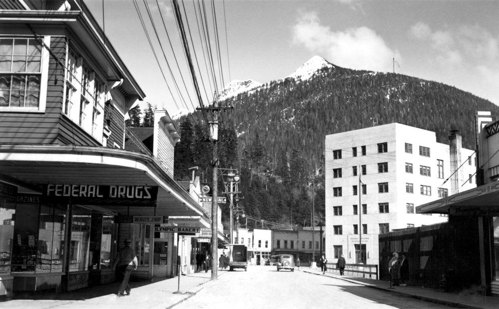 ミッションストリートの中心のケチカン、アラスカ写真 36 x 54 Giclee Print LANT-2499-36x54 36 x 54 Giclee Print  B01MG3JKM0