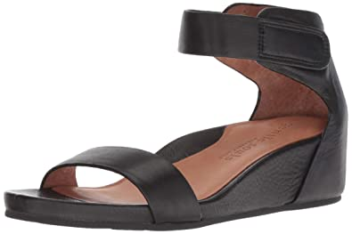 a2c7c260f17c Gentle Souls by Kenneth Cole Gianna Leather Sandal Black